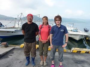 取材を終えて。左は今取材に尽力頂いた宮城県石巻市渡波港所属の遊漁船「幸丸」内海船長。操船技術は勿論、釣りのウデも一級です!!
