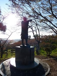 北上川の未来を切り開いた男、川村孫兵衛の像(石巻市日和山)