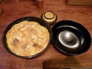 """""""親子丼""""発祥の店で頂く、元祖・親子丼。口当たりが柔らかく、美味。"""