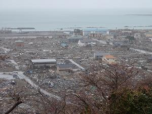 かつて多くの人々が住まいしていた閑静な住宅街・南浜町。その変わり果てた姿は見るに耐えない。