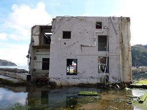 宮城県牡鹿郡女川町の観光桟橋近くの建物。
