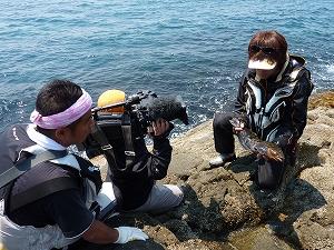 """ご当地の海の中は春。低水温による喰い渋る大型アイナメをガルプSWダブルウェーブ3""""で攻略していきます。"""