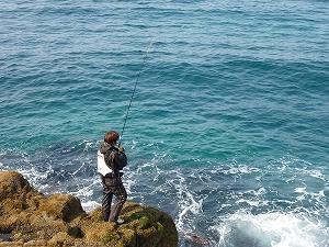 番組前半は、北海道遺産の地、積丹半島の磯っぱりでアイナメを狙います。