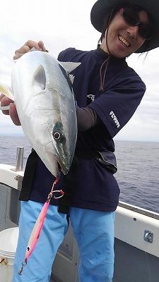 イナダ魚持ち